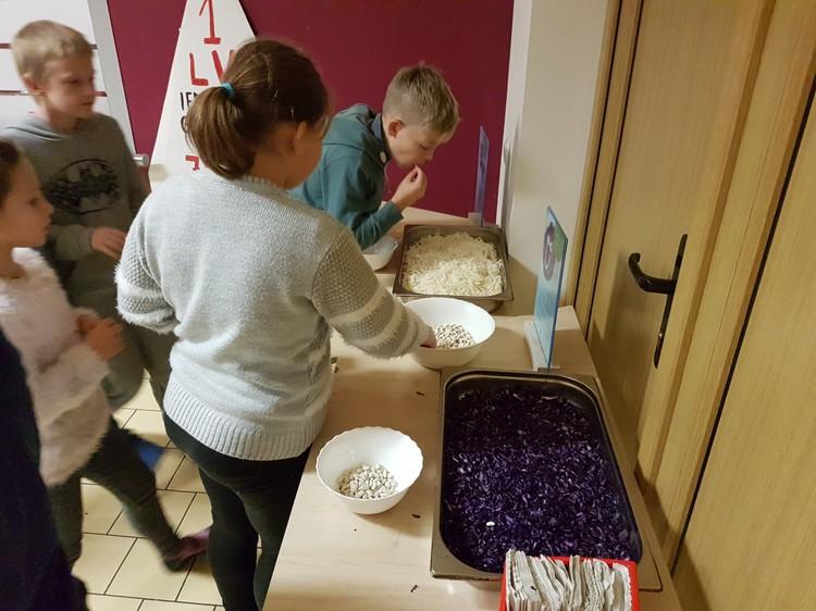 Foto: skolēni. Latvijas dārzeņu dienas Olaines 2. vidusskolā