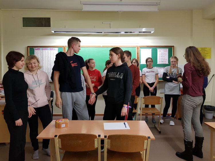 """Foto: skolēni. Jauniešu projekts """"Bibliotēkas nakts: Platforma 9 un 3/4. Pietura Hogvarts"""