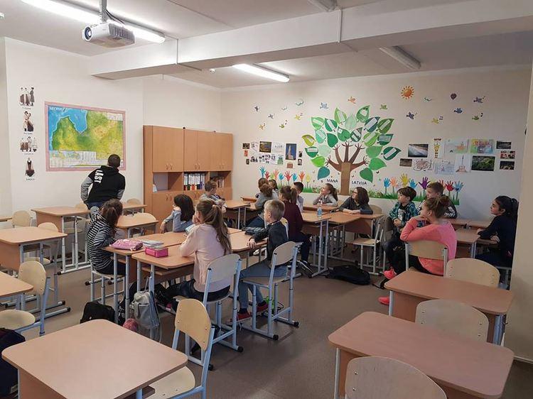 Foto: skolēni. Latvijas simtgadei veltīta viktorīna