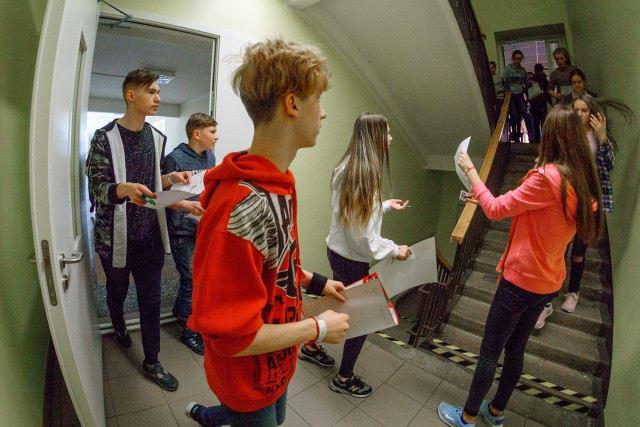 Foto: skolēni. Telpu orientēšanās sacensības