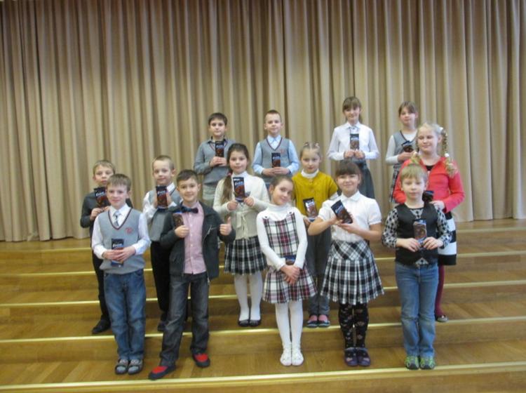 Foto: skolēni. Skatuves runas konkurss