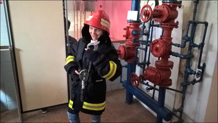 Foto: skolēni apmeklēja valsts ugunsdzēsības un glābšanas dienestu