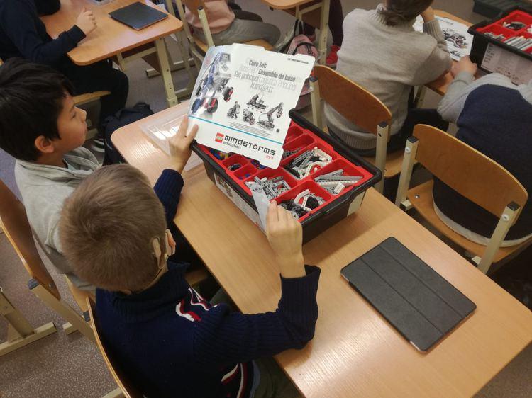 Foto: skolēni. Robotikas pulciņš