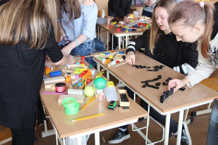 Foto: skolēni. Tehniskās jaunrades diena