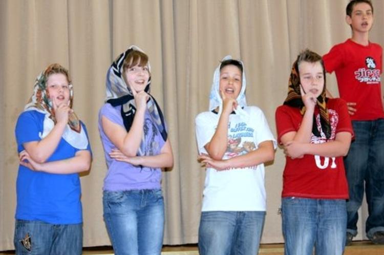 Foto: skolēni. Dziesmu festivāls