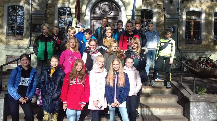 Foto: skolēni. Ekskursija uz Rīgas skolu muzeju