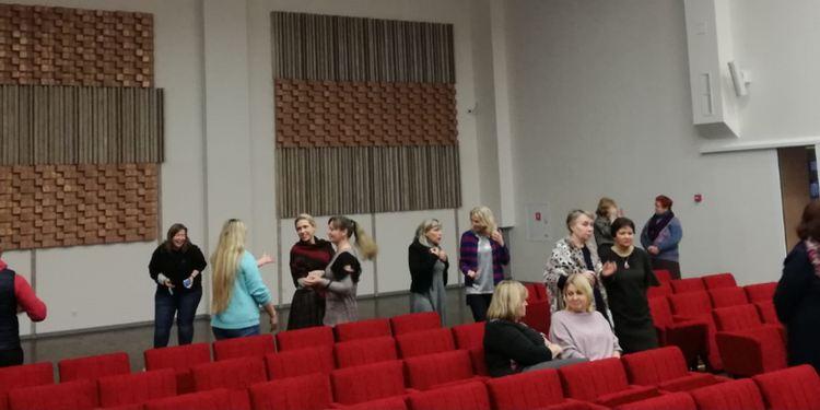 Foto: skolotāji. Kolektīva saliedēšanās pasākums