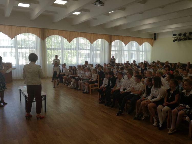 Foto: svinīgās skolēnu sapulces