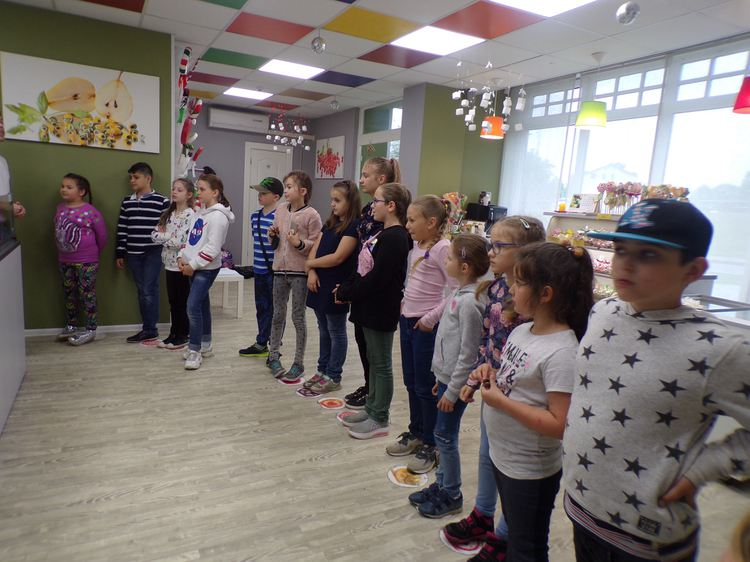 Foto: skolēni. Ekskursija uz Jelgavas karameļu darbnīcu