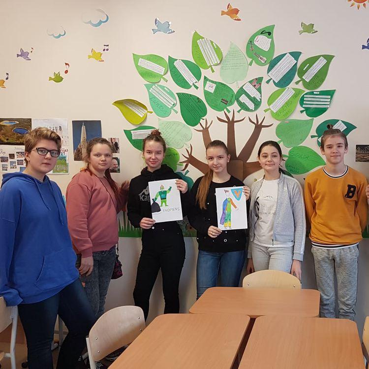 Foto: skolēni. Latviešu valodas stunda par tēmu