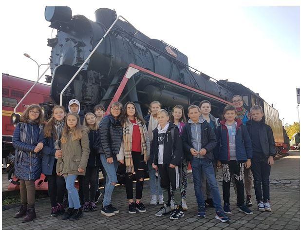 Foto: skolēni. Ekskursija uz Dzelzceļa muzeju