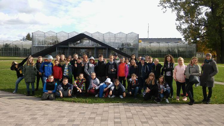 Foto: skolēni. Ekskursija uz Salaspils Nacionālo botānisko dārzu