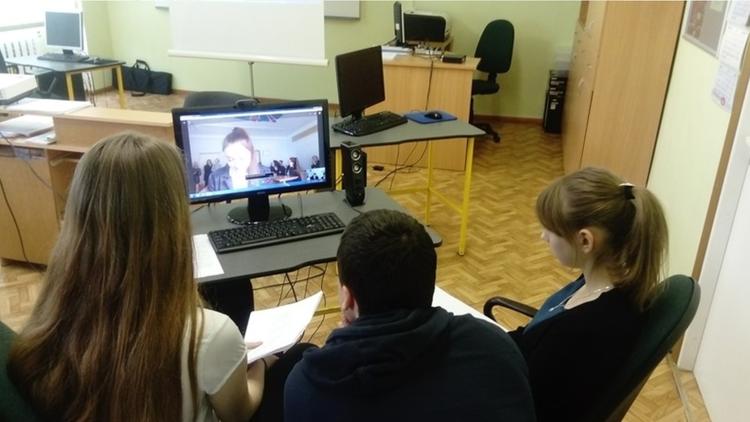 """Foto: skolēni. Projekts """"Baltu valstu literatūras nedēļa"""""""