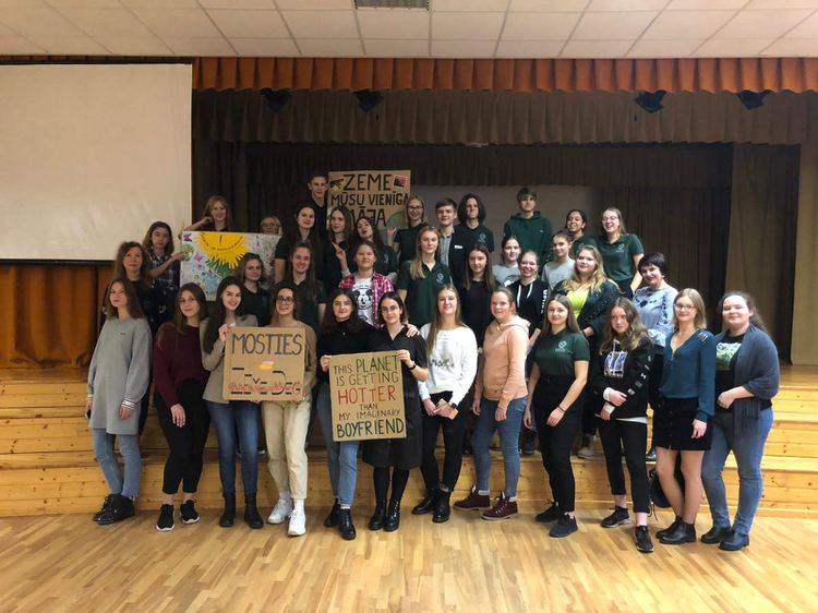 Foto: skolēni. Ekoskolu rīcības dienas