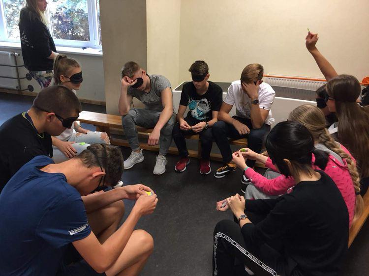Foto: skolēni. Saliedēšanās pasākums