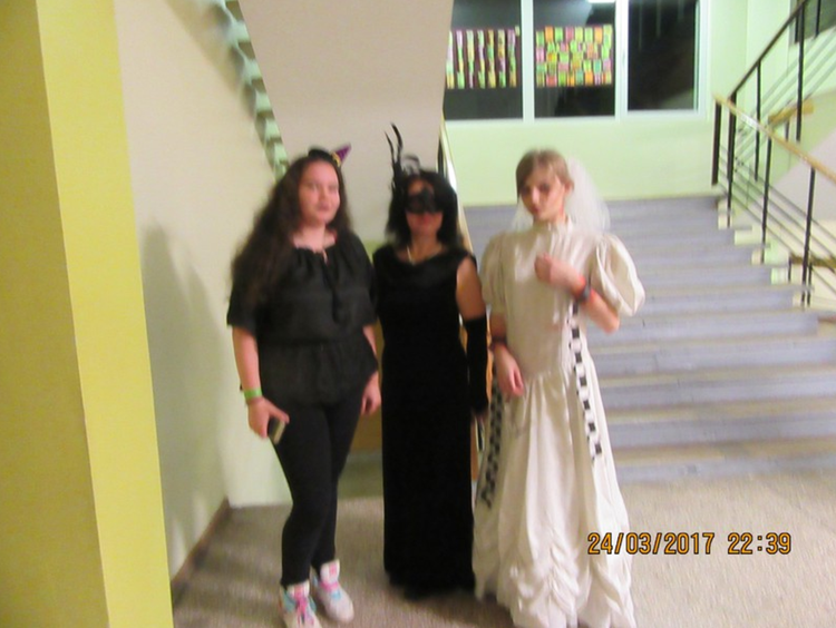 """Foto: skolēni. Projekts """" Spoku nakts skolas bibliotēkā"""""""