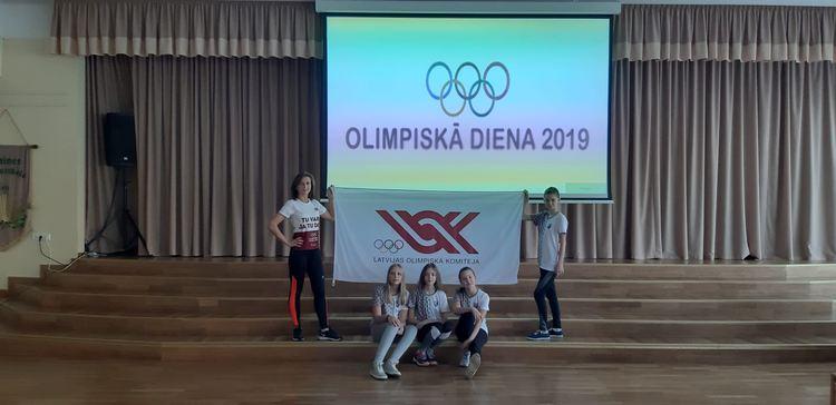 Foto: skolēni. Olimpiskā diena 2019