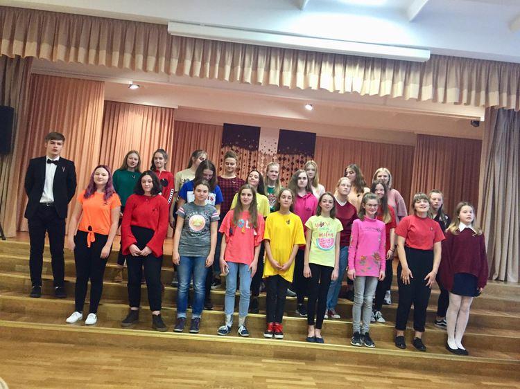 Foto: skolēni. Svinīgais koncerts