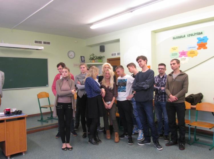 """Foto: skolēni . Akcija """"Mazais Pilsonis Latvijā 2014"""""""